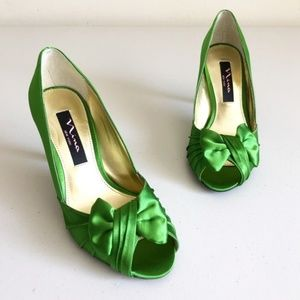 Nina Forbes Apple Green Satin Open-Toe Heel Sz 5.5